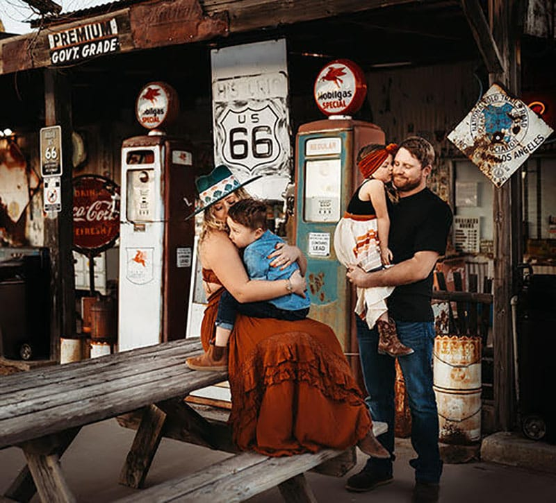 Family Photoshoot Gas Station Route 66 | Stormy Solis Course | Tessa Rae Photography